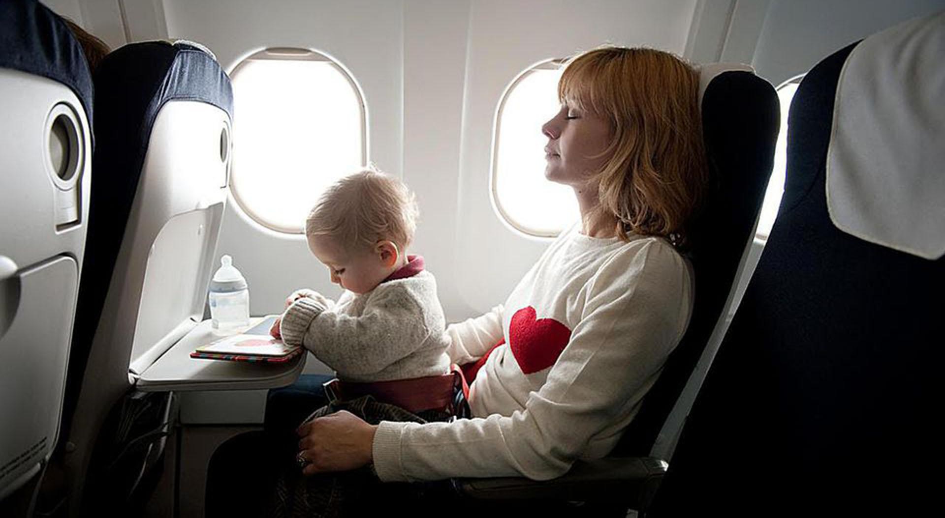 Voyager avec un bébé de moins d'un an en avion